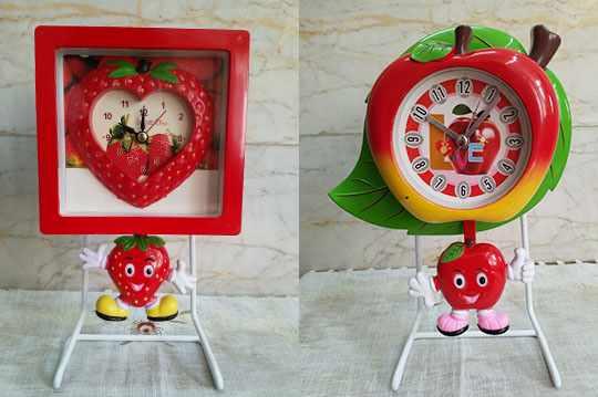 ساعت رومیزی آونگ دار طرح توت فرنگی و سیب