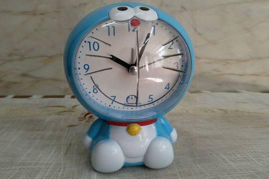 ساعت رومیزی طرح گربه آبی