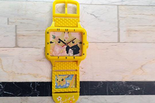 ساعت دیواری قاب دار کودکانه طرح ساعت مچی بزرگ