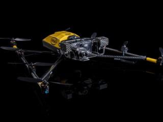 کوادکوپتری برای بررسی تجهیزات نفت در صنعت