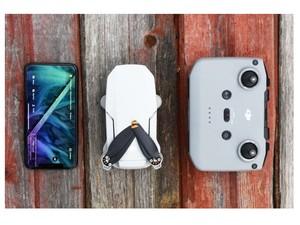 مقایسه ابعاد مویک مینی ۲ با گوشی موبایل