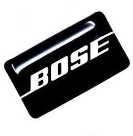 یک عدد برچسب  اپوکسی با لوگوی BOSE