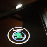 led-einstiegsbeleuchtung-laser-projektor-logo-shadow-light-skoda-octavia-1z3-1z5.jpg