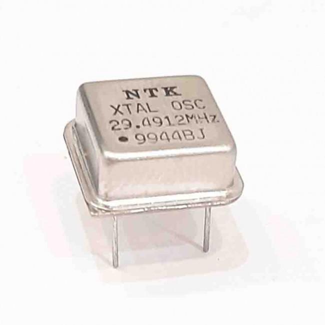 کریستال اسیلاتور  29.4912MHZ پایه دار مربعی، بسته بندی DIP8