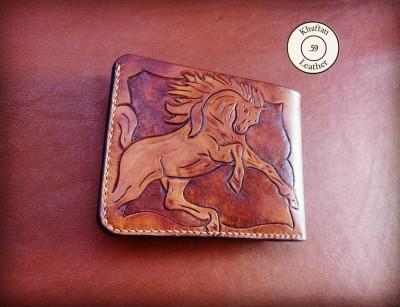 کیف پول حکاکی شده طرح اسب و گل