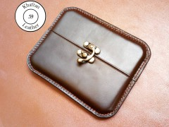 کیف سیگار چرم طبیعی ظرفیت هشت نخ دارای قفل ویرگولی