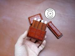 کیف سیگار چرم طبیعی ظرفیت چهار نخ طرح دار به همراه فندک