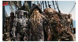فیگور دزدان  دریایی کشتی هلندی سرگردان- PIRATES OF THE CARIBBEAN