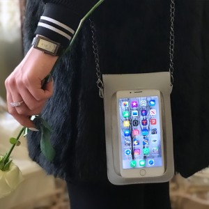 کیف حمل موبایل جهت جلوگیری از آلودگی بوسیله ویروس و باکتری