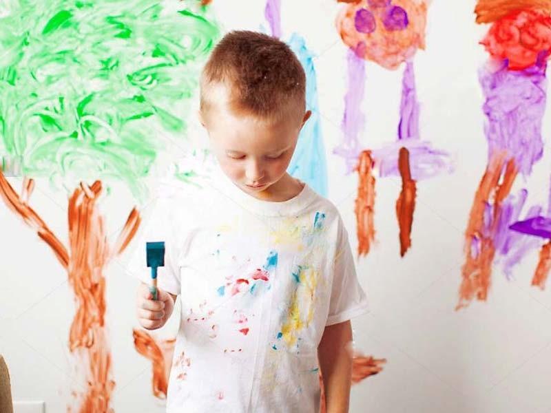 با نقاشی کودکمان روی دیوار چگونه برخورد کنیم؟