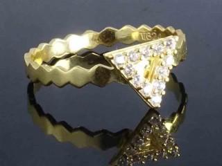 انگشتر طلا طرح مثلث