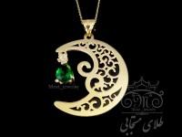 مدال طلا ماه با نگین زمرد سنتتیک