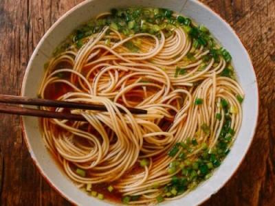 طرز تهیه سوپ نودل چینی؛ آسان و سریع