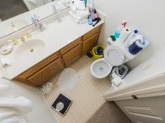 ۱۰ چیزی که نباید در حمام نگهداری کرد