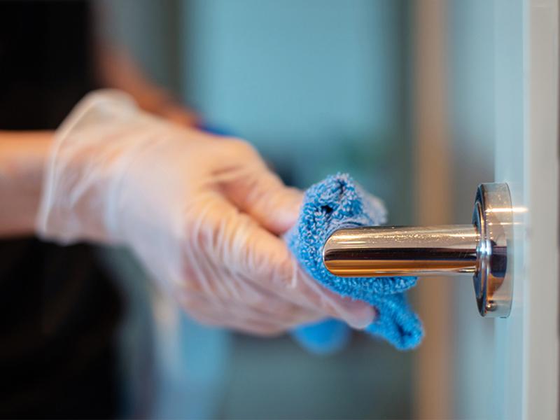 روشهای تمیز کردن انواع دستگیره درب