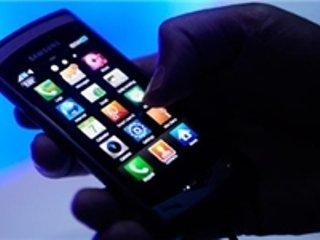 ۱۰ کار خطرناک با گوشی هوشمند