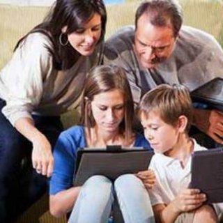 والدين و اعتياد به تکنولوژی در فرزندان