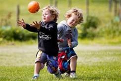 با بچه پیش دبستانی خود بازی کنید