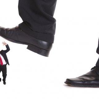 چگونه یک مدیر کوچک به شما آسیب میزند؟