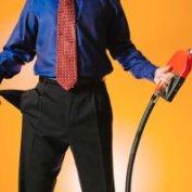 نکاتی مهم هنگام بنزین زدن که باعث صرفه جویی در پول تان می شود