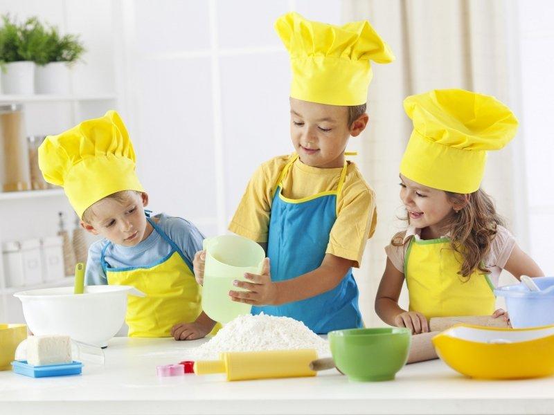 5 دستورالعمل بازی خلاقانه در آشپزخانه با کودک