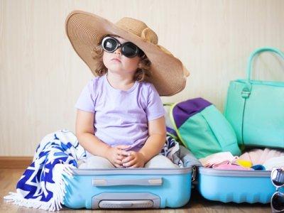 چمدان کودک یک وسیله ضروری برای سفر با کودک
