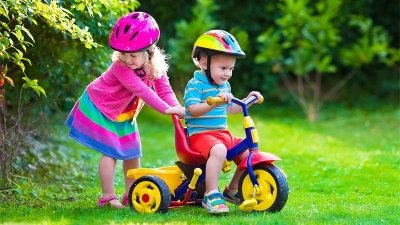 5 دلیل برای لزوم سه چرخه سواری دختربچهها و پسربچه ها
