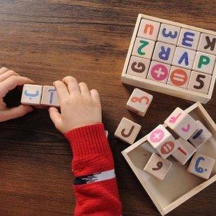 بازی آموزشی مکعب حروف و اعداد انگلیسی