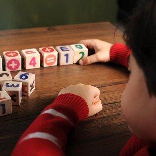 خرید بازی آموزشی مکعب حروف و اعداد انگلیسی روف و اعداد انگلیسی