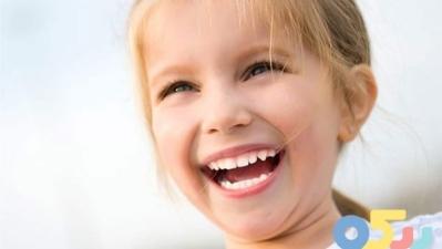 آشنایی با نشانه های کودک شاد | بررسی مهم ترین نشانه های کودک شاد