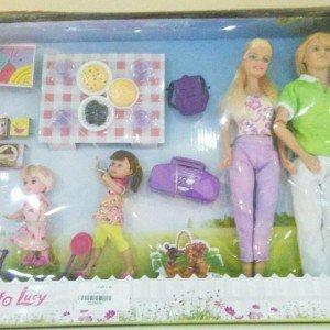عروسک دفا با خانواده