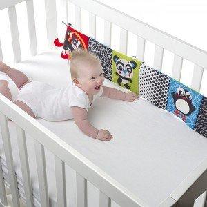 خرید آویز تخت نوزاد مدل کتاب پارچه ای