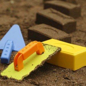 قالب شن بازی بنایی master bricklayer set hape 4010