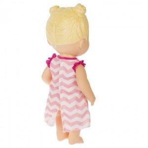 عروسک دختر با ابزار پزشکی