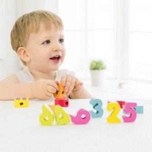 بازی و سرگرمی با نخ و مهره اعداد چوبی