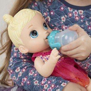 عروسک مو بلوند با شیشه شیر