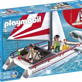 catamaran with dolphinsكد5130