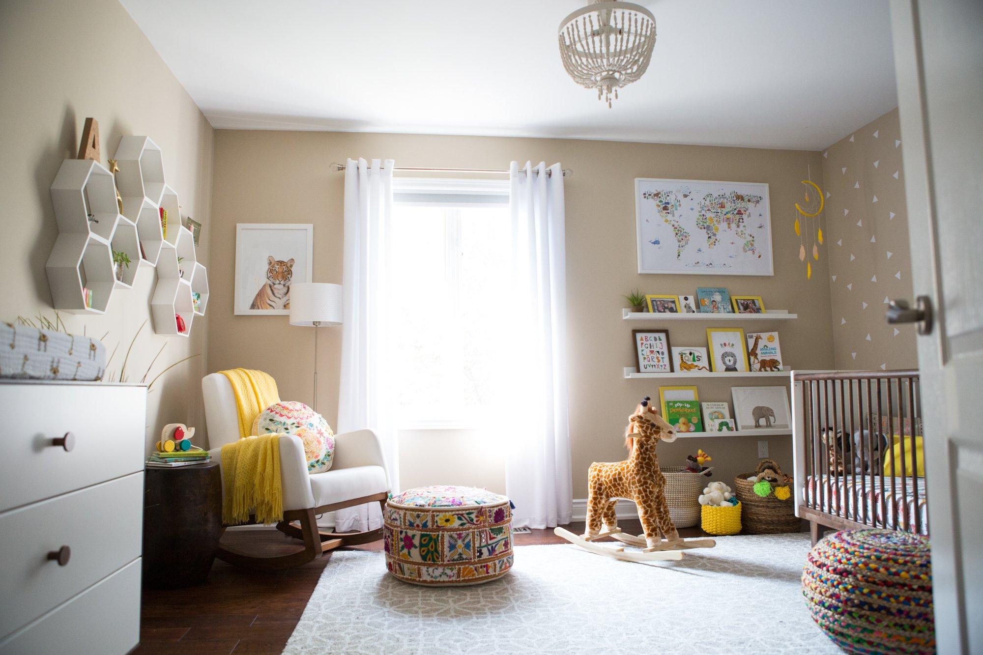 راکر کودک برای چیدمان سیسمونی نوزاد دختر