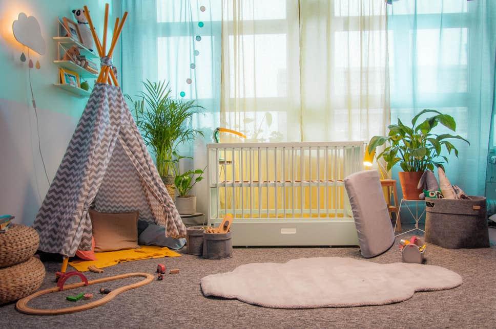 اسباب بازی چوبی کودک برای سیسمونی نوزاد