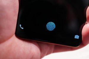 شرکت سامسونگ استفاده از حسگر اثر انگشت زیر صفحه نمایش را به اس 10 موکول کرد