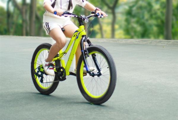 دوچرخه کوهستان هوشمند QICYCLE شیائومی با بدنه آلومینیومی، مناسب برای دانش آموزان