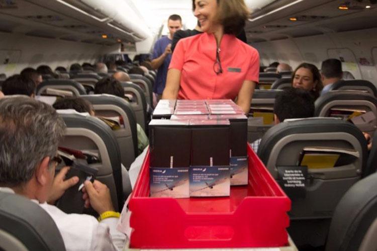 سامسونگ ۲۰۰ دستگاه گلکسی نوت 8 را به مسافران یک هواپیما هدیه داد