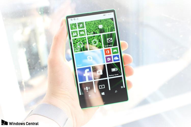 تصویری از گوشی معرفی نشده مایکروسافت با نمایشگر بدون حاشیه منتشر شد