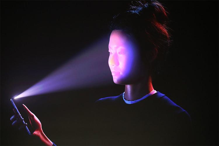 آیفون X دکمه هوم ندارد و با تشخیص چهره آنلاک میشود