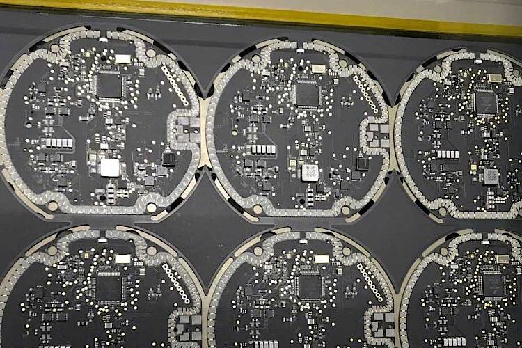تصاویر جدیدی از برد PCB قابلیت شارژ بی سیم آیفون 8 منتشر شد