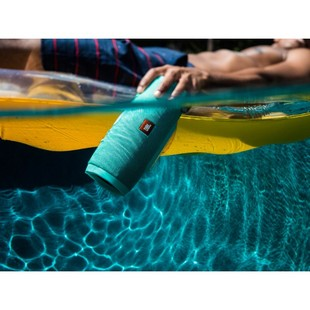 lifestyle-image—jbl-charge-3-underwater_0307_zpstgny1zsn_1_1_1