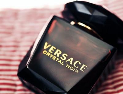 عطر زنانه ورساچه –کریستال نویر ادوتویلت ( Versace- Crystal Noir)