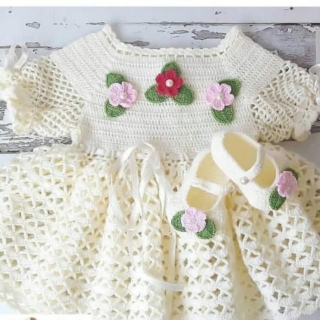 پیراهن نوزادی بافتنی مدل پرنسس کد22-DD-EE