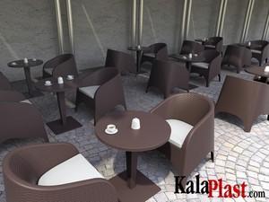 میز 4 نفره گرد تک پایه آلومینیومی حصیری ریوا 3.jpg