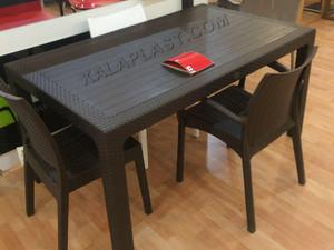 میز و صندلی حصیری.jpg